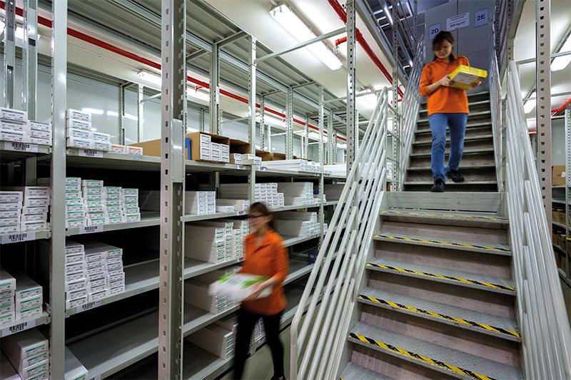 Contrôle en direct dans les entrepôts logistique de Keppel