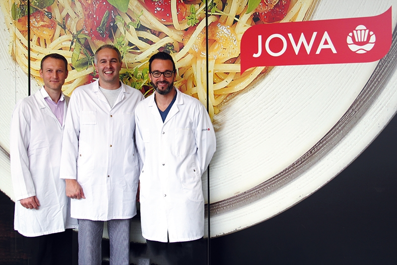 In the reception area of JOWA AG (from left): Marko Schulze, qualification technician (Rotronic) with Andreas Zülle, head of production, and Oliver Höfler, head of site (JOWA, Pasta Buchs).